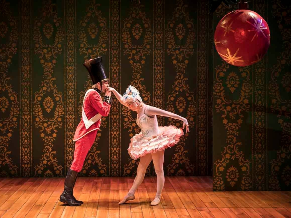 "Review ""The Steadfast Tin Soldier"" (Lookingglass Theatre): Uplifting and Inspirational Tale of Resilience!"