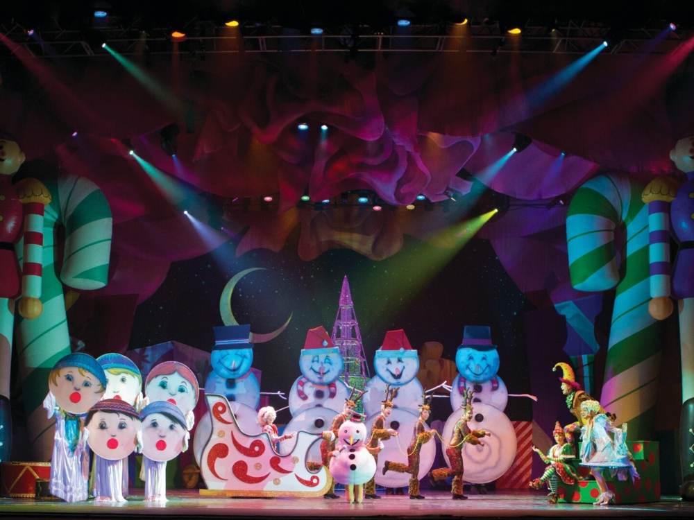 "Review ""Cirque Dreams Holidaze"" (Chicago Theatre): Shiny, Bright Treat!"