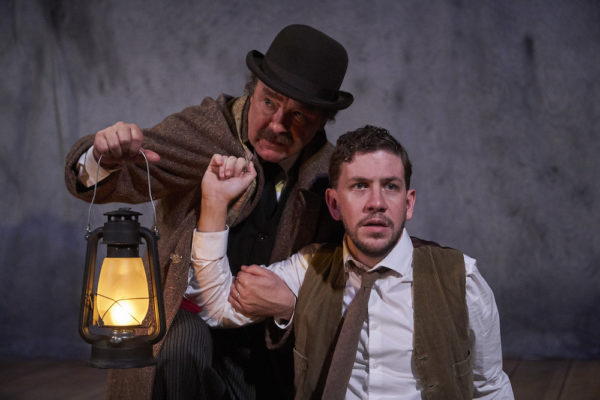 "Review ""The Woman in Black"" (Royal George Theatre): Thrills and Chills"