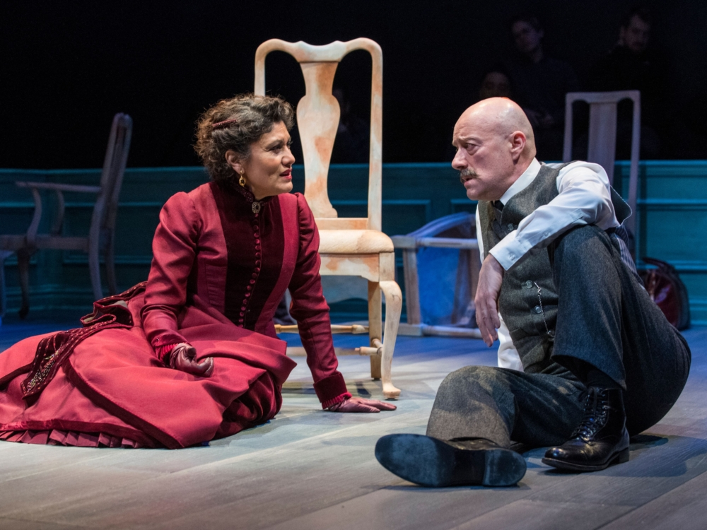 """Review """"A Doll's House, Part 2"""" (Steppenwolf Theatre): Intellectual Sparring"""