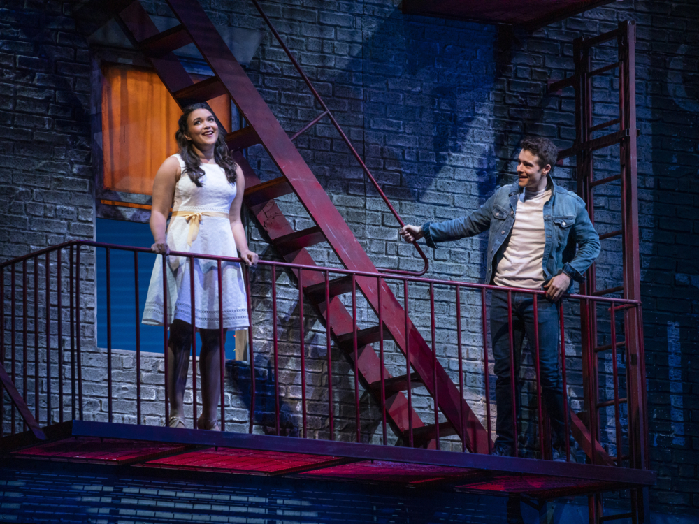 "Review ""West Side Story"" (Lyric Opera): Top-of-the-Line Staging Gleams and Dazzles"
